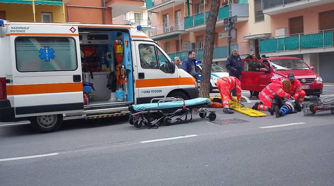 ambulanza, ferito, croce bianca