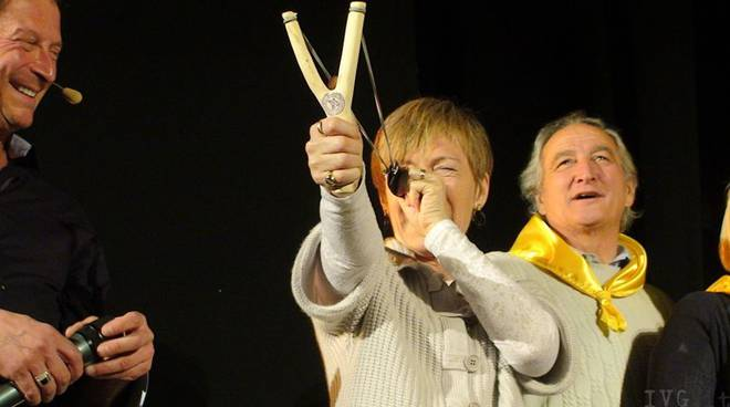 Milena Gabanelli - fionda di legno