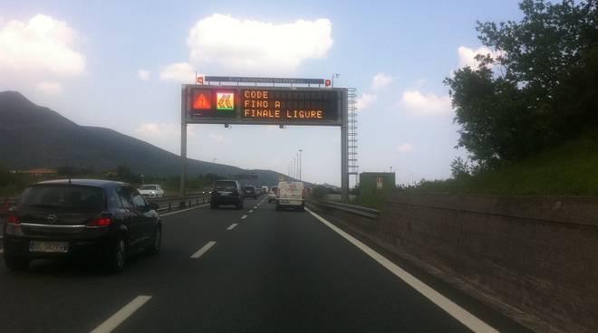 code A 10 finale ligure, traffico