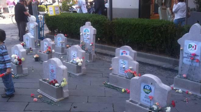 funerale partiti grillini