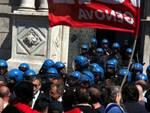 Genova - scontri fincantieri prefettura