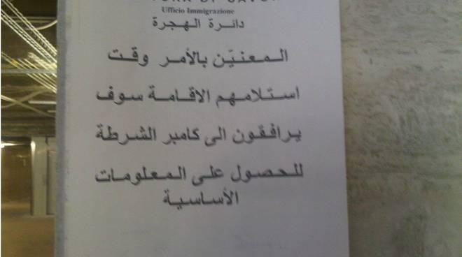 savona, manifesti arabi in stazione