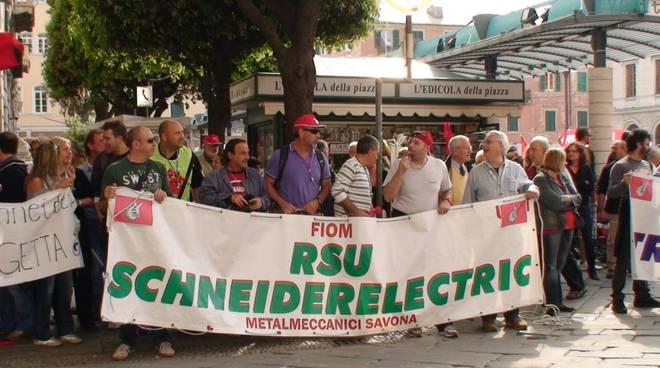 sciopero Cgil: lavoratori Schneider