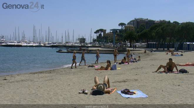 Rapallo ed è subito estate il termometro raggiunge i gradi