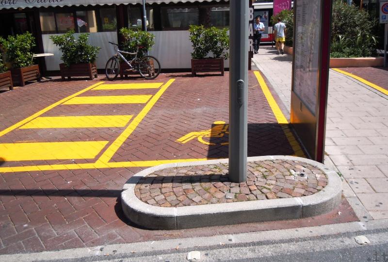 """Finale Ligure, """"insoliti"""" parcheggi per disabili di fronte alla stazione"""