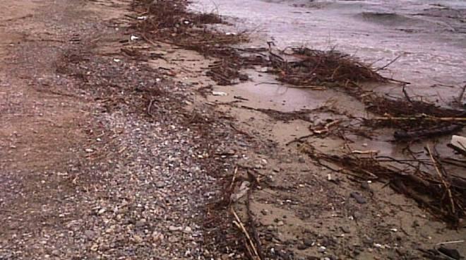 spiagge detriti