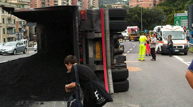 incidente camion ge ovest