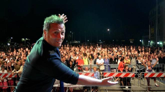 Paolo Belli presenta il suo pubblico