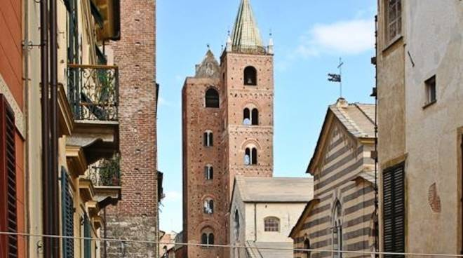 Albenga, torri e centro