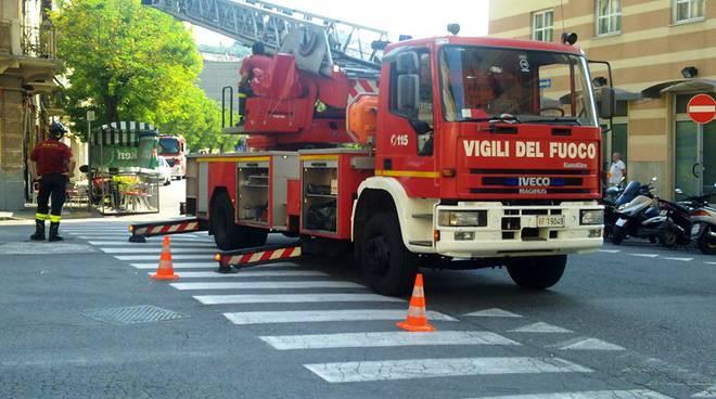 Autogru scala vigili del fuoco