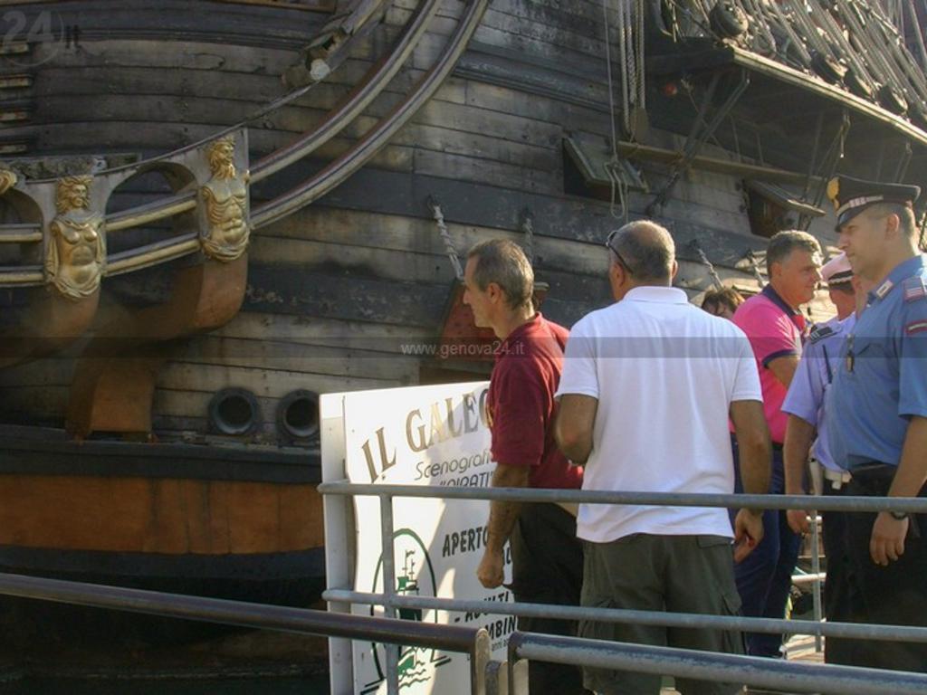 incendio galeone porto antico