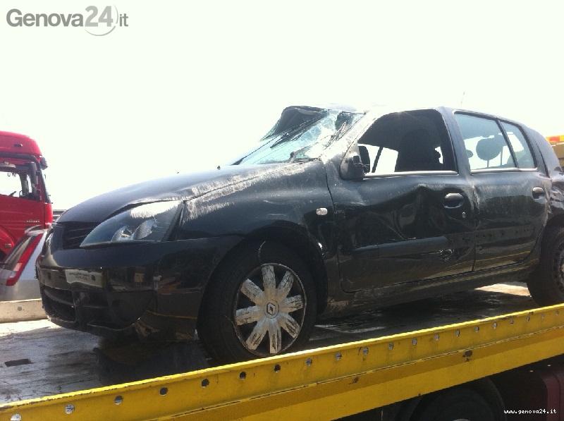 macchina - incidente - clio
