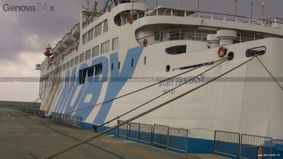 nave - moby - fantasia - profughi - sbarchi