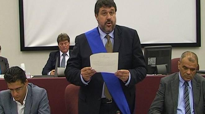 Angelo Vaccarezza in fascia blu, giuramento