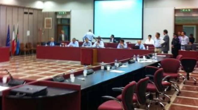 consiglio provinciale pd abbandona aula