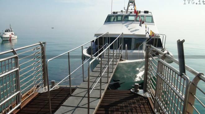 Molo, mare, nave, gite in barca