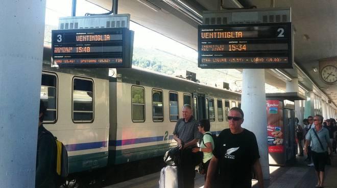 Treni regionali ravvicinati Savona-Ventimiglia