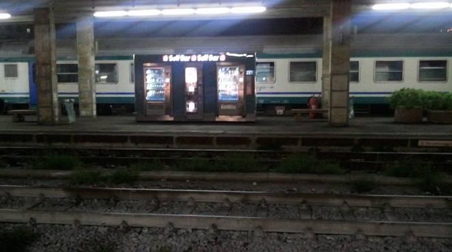 treno, stazione brignole notte