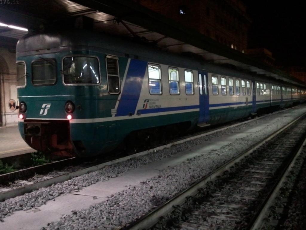 Treno stazione notte