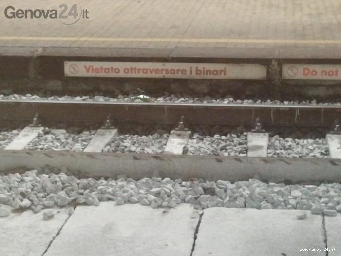 treno, vietato attraversare i binari