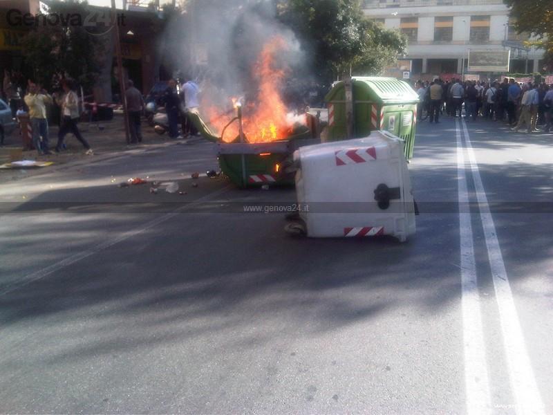 fincantieri - cassonetto - protesta