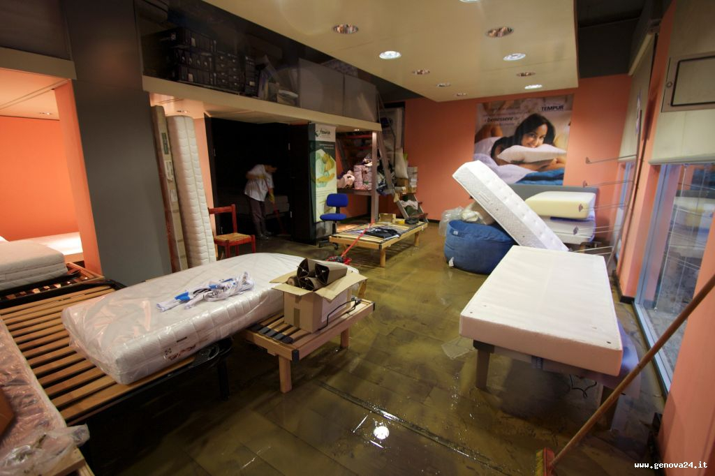 Alluvione Genova fango danni