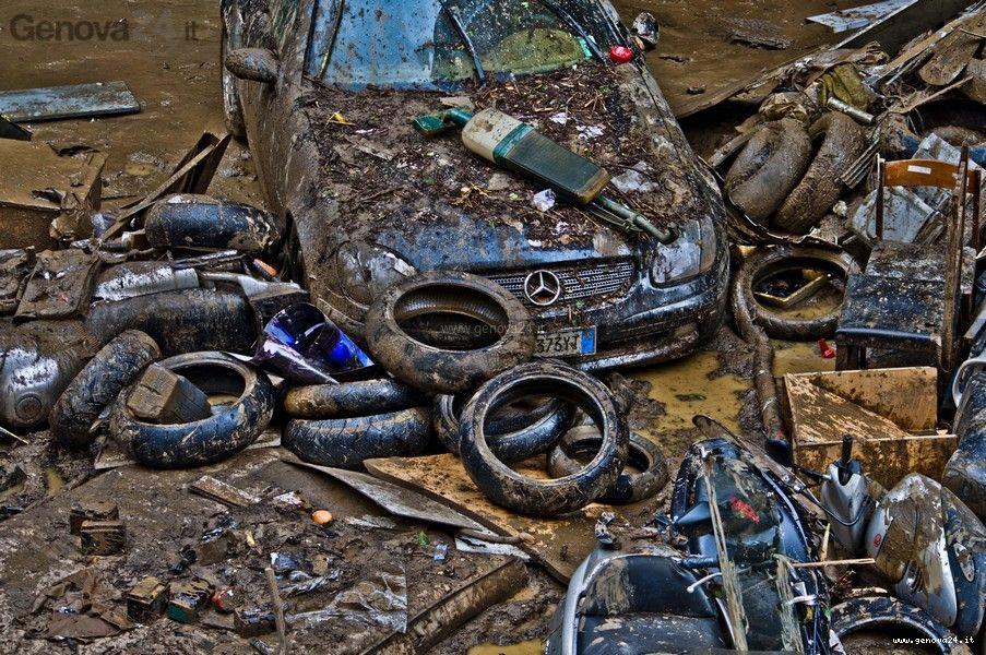 Genova - volontari alluvione