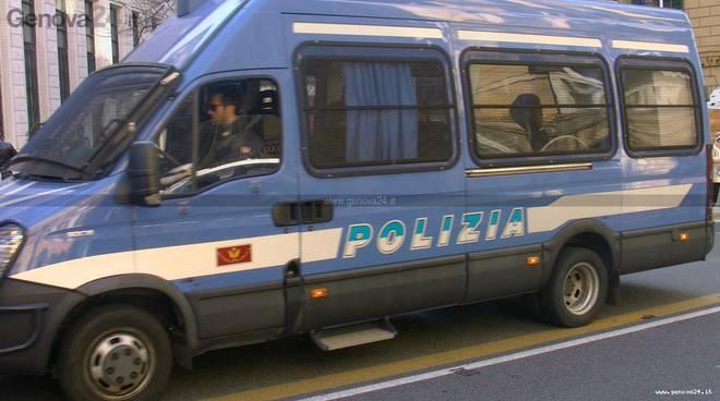 polizia di stato blindato
