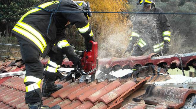 Incendio tetto Savona