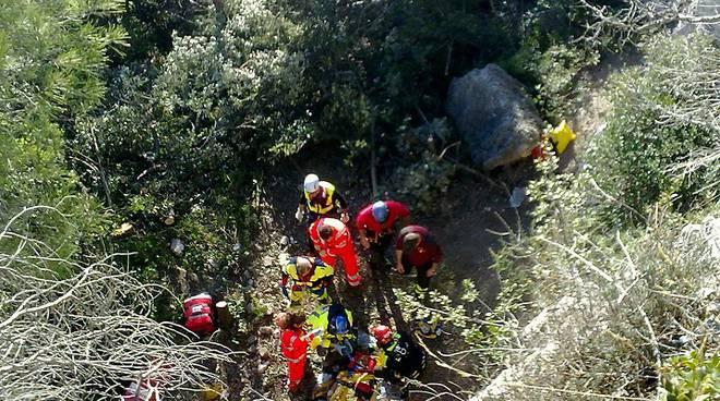 soccorso ciclista caduto in un dirupo