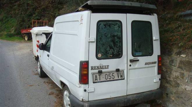 furgone abbandonato