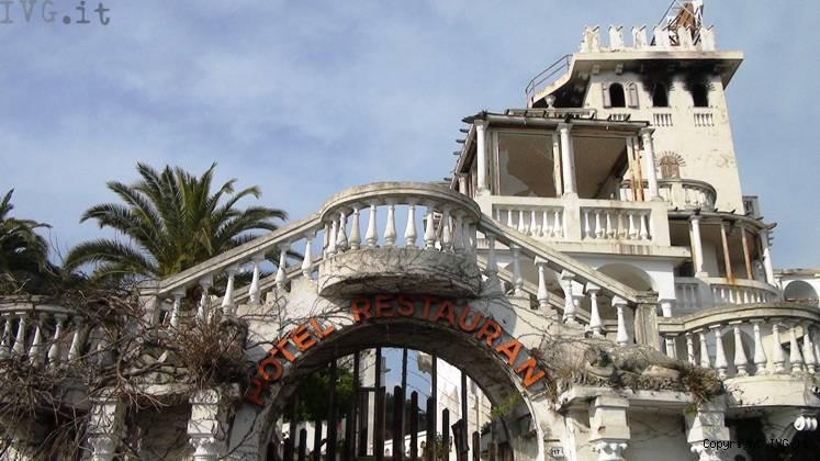 Ecco come ridotta la puerta del sol ad alassio foto for Hotel milano alassio