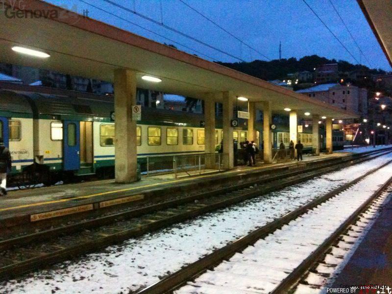 Treno ferrovia neve