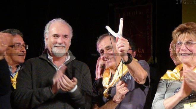 Fionda di Legno a Roberto Vecchioni