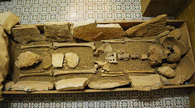 grotte toirano: scheletro