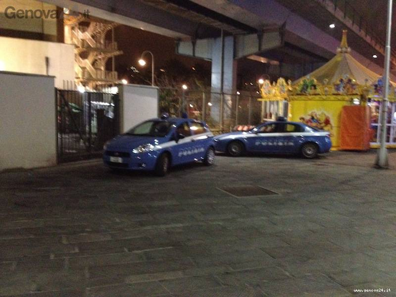 polizia caricamento notte