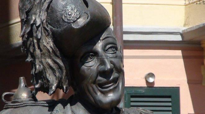 Alassio - la statua di Toto riposizionata