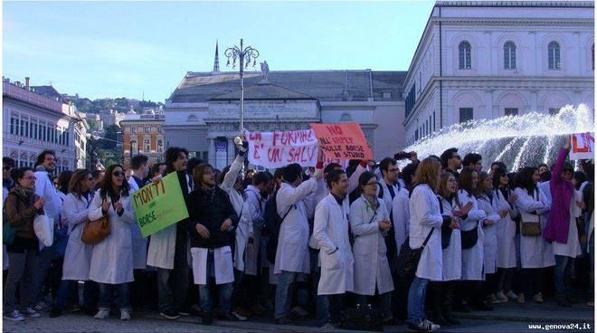 genova protesta specializzandi