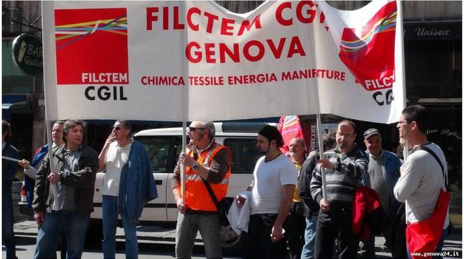 Lavoratori Iren acqua e gas, sciopero e corteo in centro in Genova