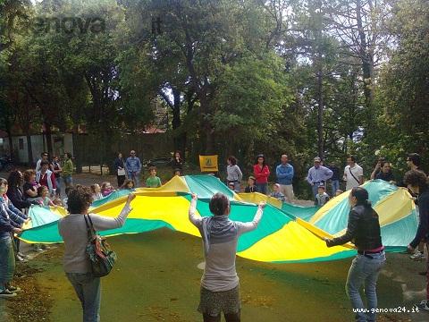 a piedi nel parco, bimbi paracadute legambiente