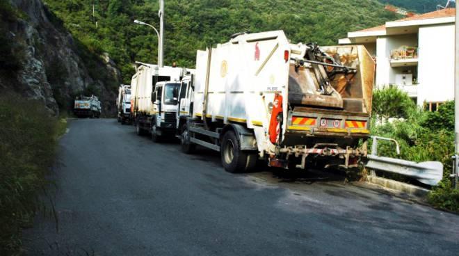 mezzi per raccolta rifiuti, discarica