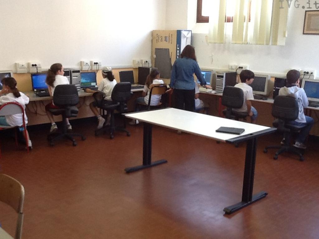 scuola aula informatica varazze