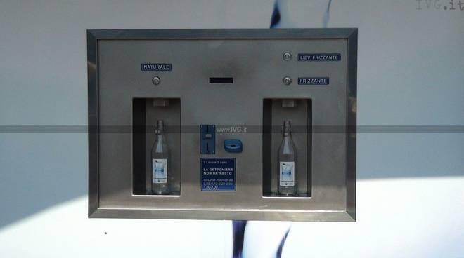 Casetta acqua pubblica Pietra