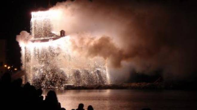fuochi artificio incendio castello rapallo
