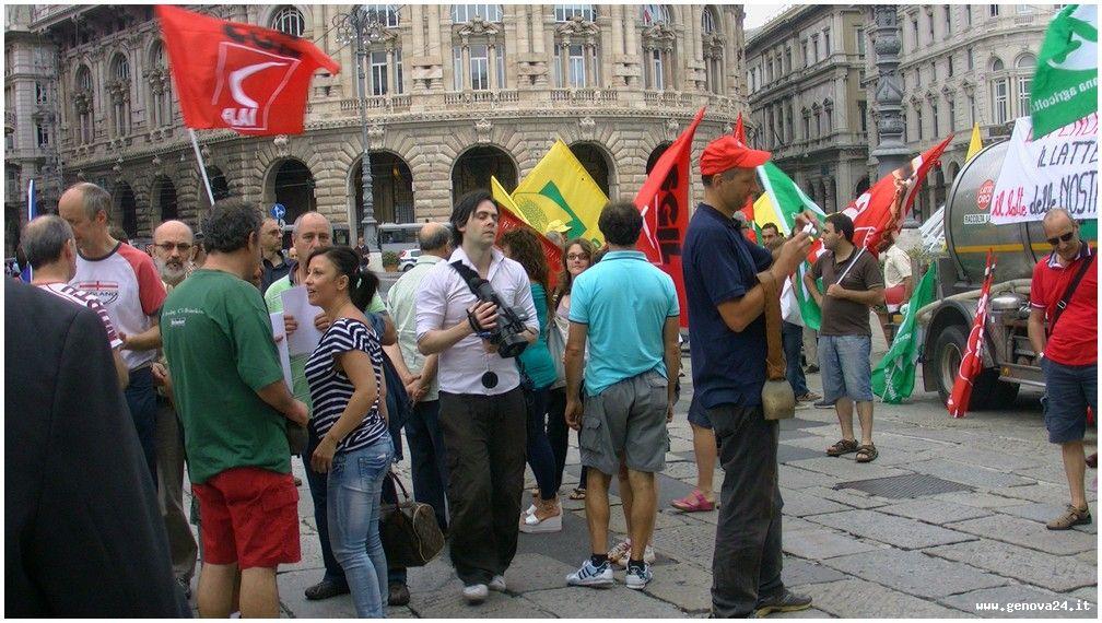 Genova - protesta centrale latte