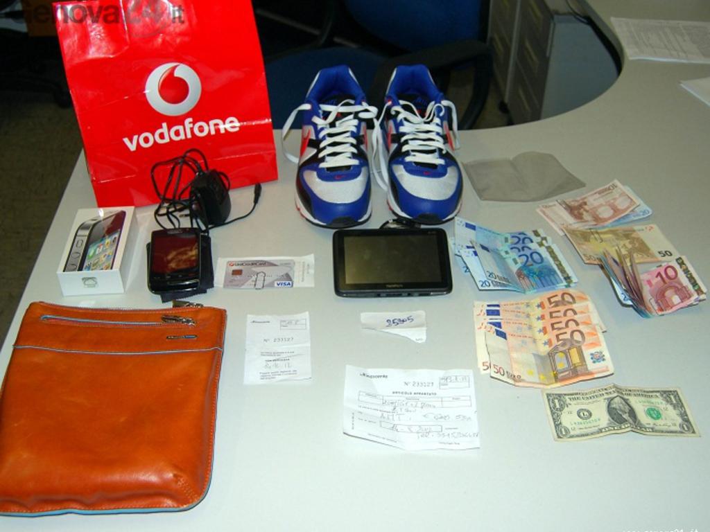 ladro di bancomat e carte