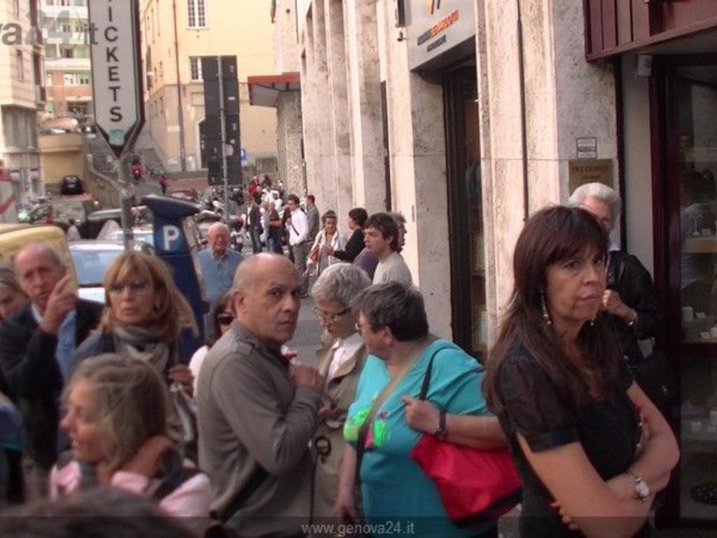 Genova - madre si getta con figlio