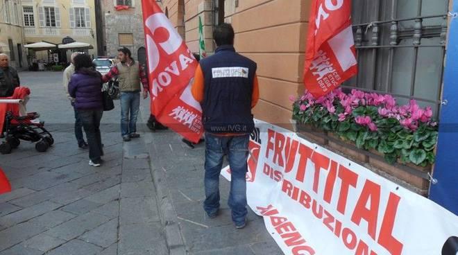 Albenga - protesta lavoratori fruttital
