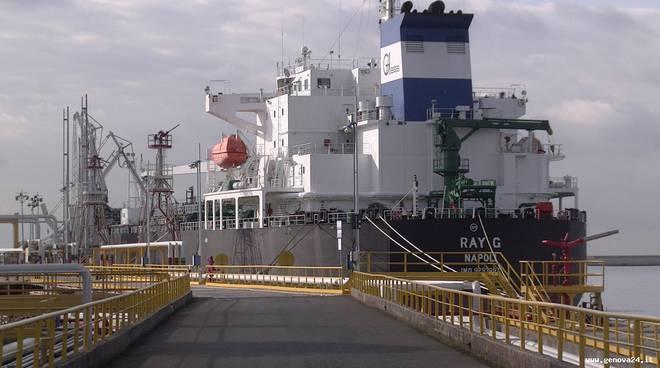 Porto petroli genova multedo 8