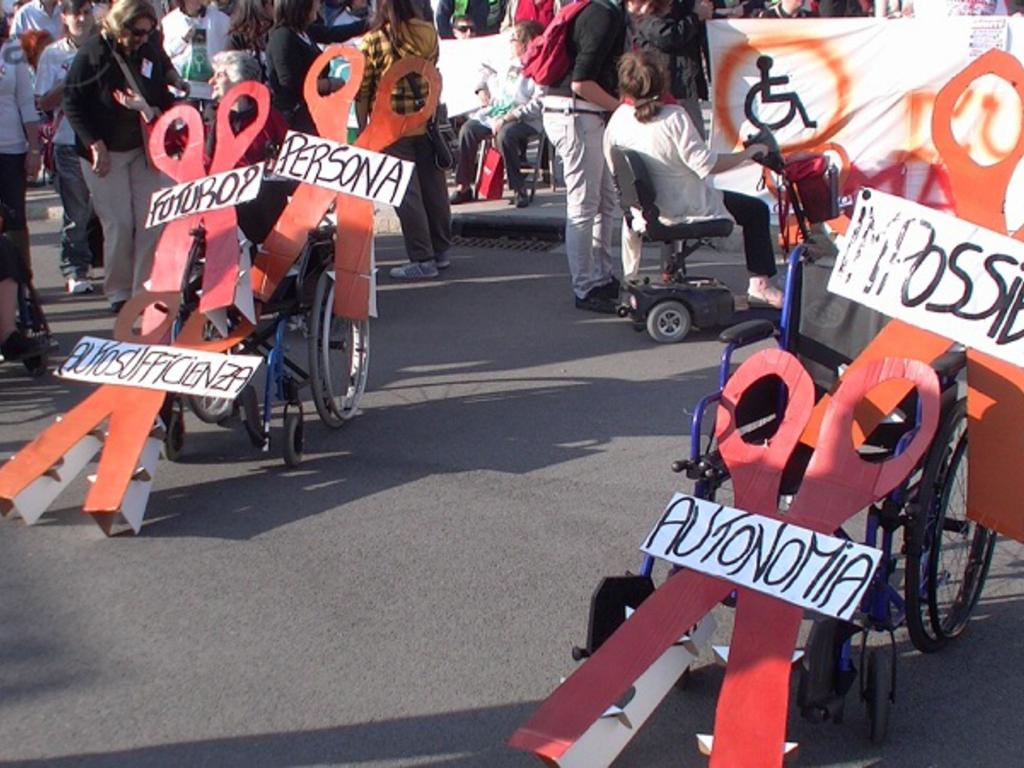 protesta disabili salone nautico